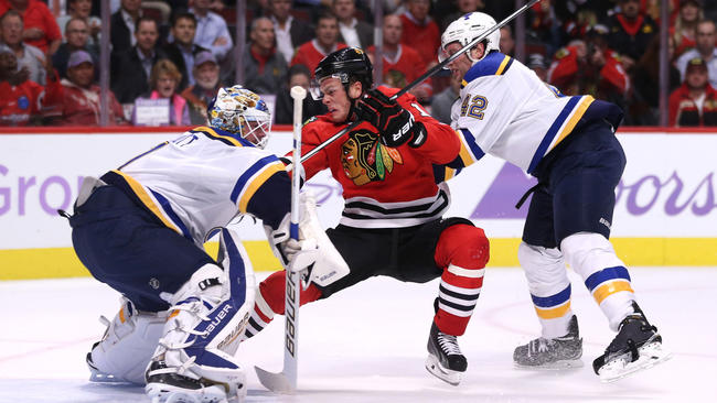 ct-blackhawks-vs-blues-photos-spt-20151104